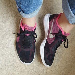 Nike revolution 3 pink black running sneaker shoes